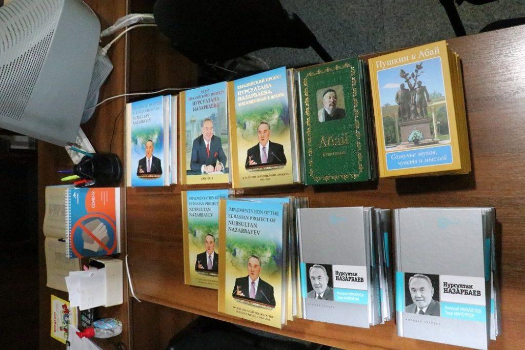 Коллекции городских и школьных библиотек Темиртау пополнила компания «АрселорМиттал Темиртау»